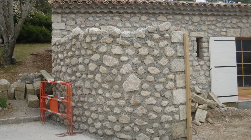 Construction de mur en pierres